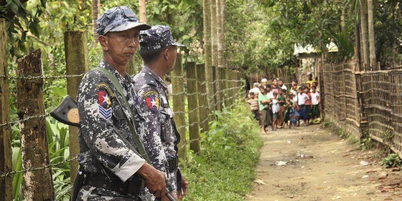 Facebook Myanmar Ordusu'nun hesaplarını kapattı