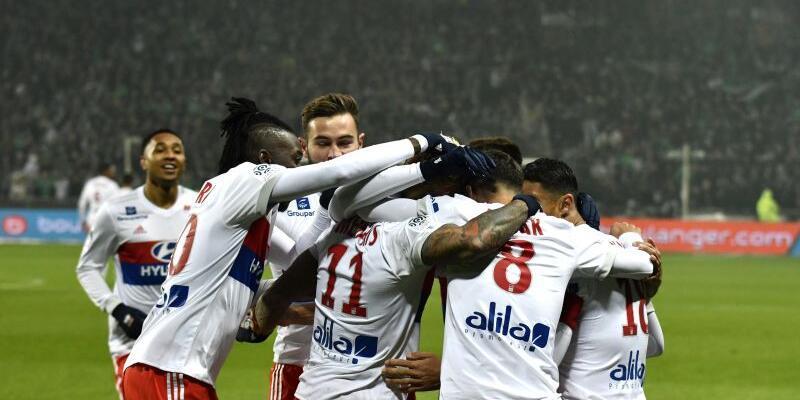 UEFA'dan Lyon'a seyircisiz oynama cezası
