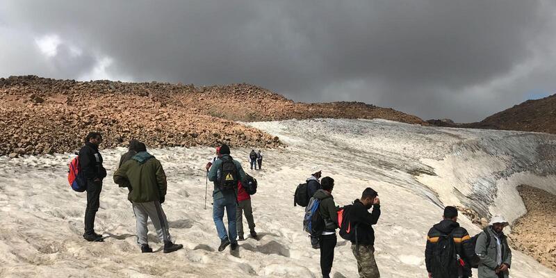 Van Gölü için Süphan'a tırmandılar, İngiliz uçağının parçalarını buldular