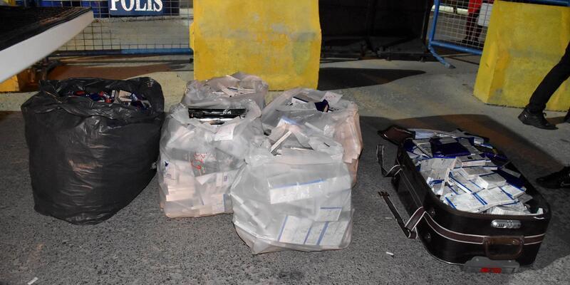 İran uyruklu kişilerin valizinde '3 bin paket kaçak sigara' ele geçirildi
