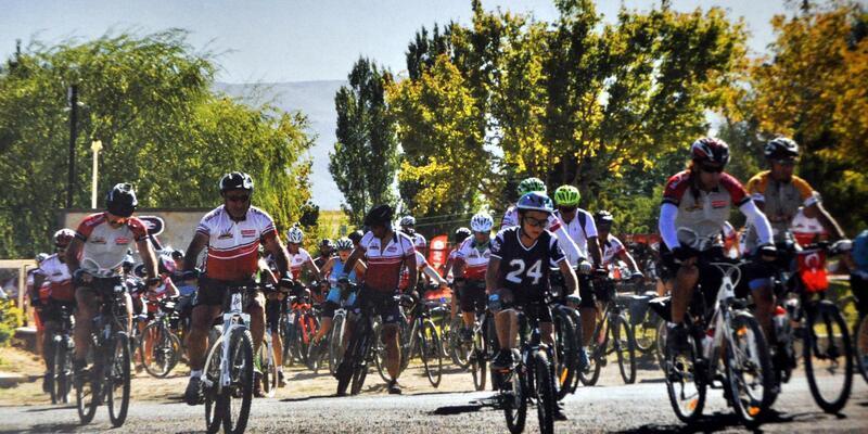 Bisiklet Festivali'nde şok; Ağaç ve yön levhalarına çarpan sporcu öldü