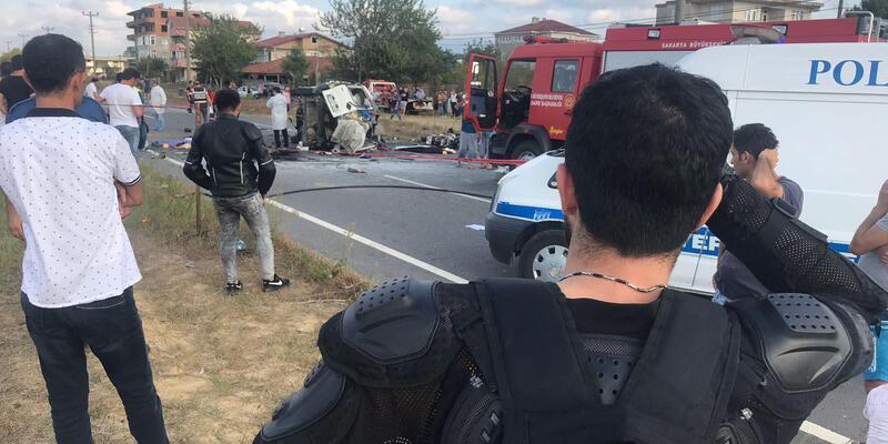 Hafif ticari araç, iki motosiklete çarpıp devrildi: 7 ölü, 3 yaralı (2)- Yeniden