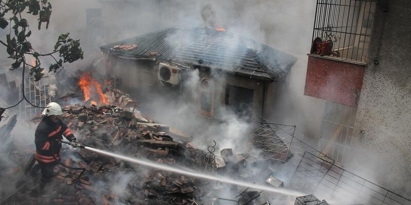 Trabzon'da baraka yangını korkuttu