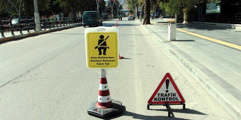Tokat'ta emniyet kemeri uygulamasında 1 saatte 5 bin TL cezakesildi