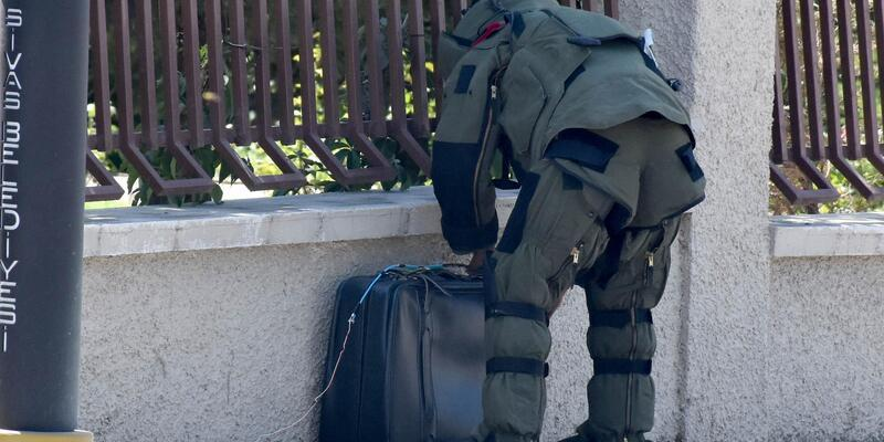 Sivas'ta vali konutu yakınındaki şüpheli bavul fünye ile patlatıldı