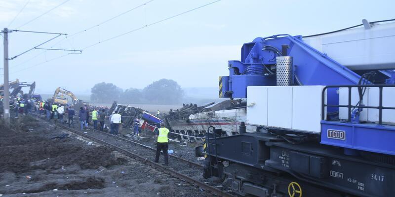İMO: Çorlu'da tren kazasına 'seri fren' neden oldu