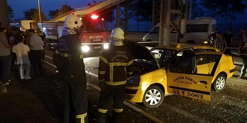 Ünye'de refüje çarpan ticari taksi sürücüsü, öldü