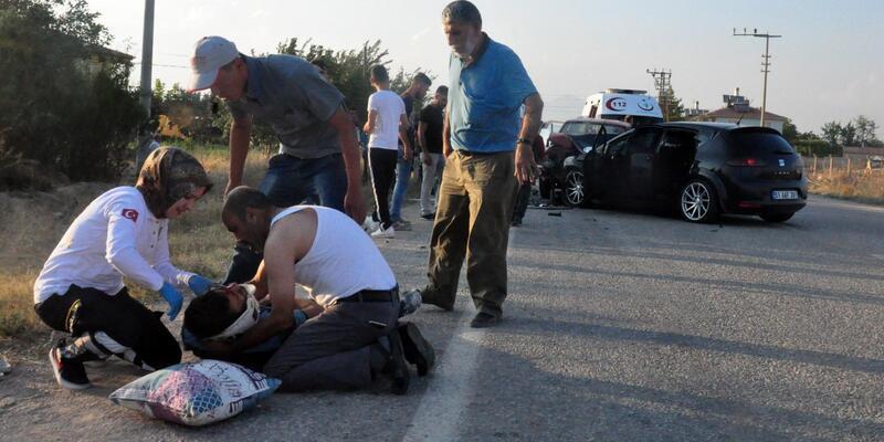 Karaman'da kamyonet ile otomobil çarpıştı: 9 yaralı