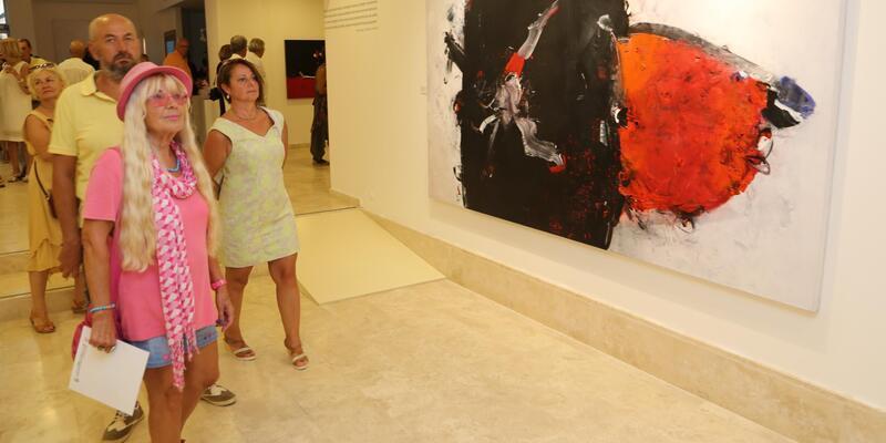 Habip Aydoğdu'nun 'Kırmızı Yolculuk' sergisi açıldı