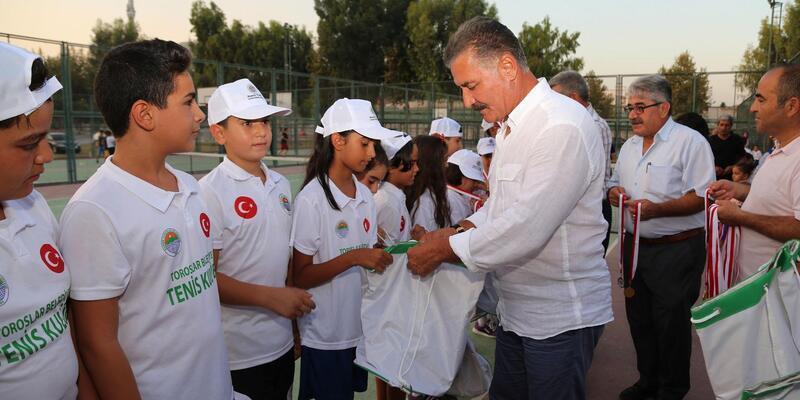 Tenis turnuvasının ödülleri sahiplerini buldu