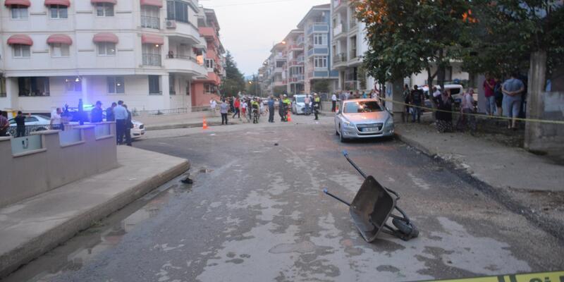 Sokak artasında bıçaklı saldırıya uğrayan bakkal öldü