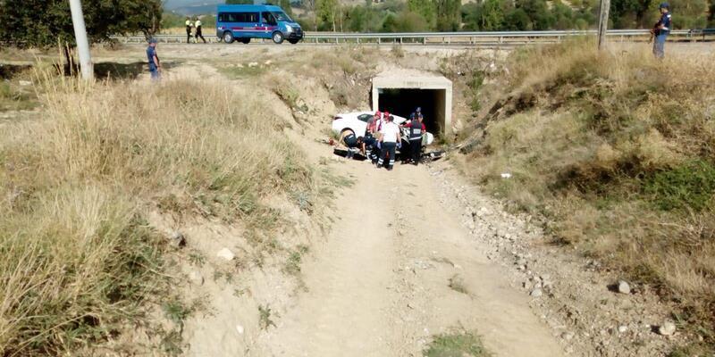Oğullarını eğitim gördüğü üniversiteye götüren çift, kazada öldü