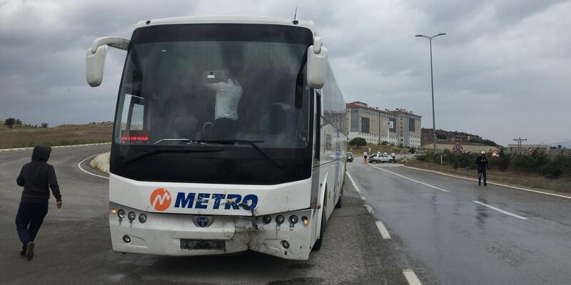 Yolcu otobüsü otomobile çarptı: 2 yaralı