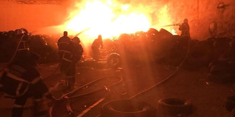 Aksaray'da lastik deposu yandı