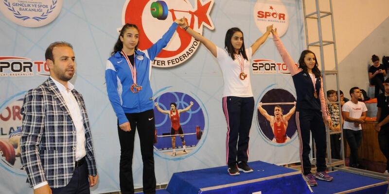Büyükler Ferdi Halter Türkiye Şampiyonası'nın açılış seremonisi yapıldı