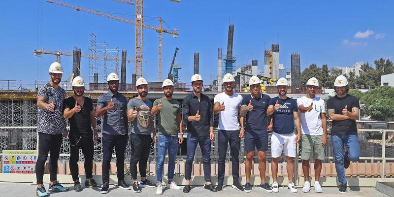 Göztepe'nin yenileri stadı gezdi