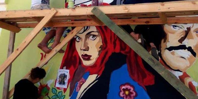 Erciş'te meydan duvarları Yeşilçam yıldızlarının resimleri ile renklendi