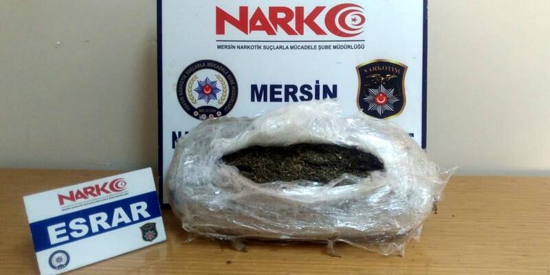 Mersin'de streç filme sarılı 4 kilo 300 gram esrar ele geçirildi