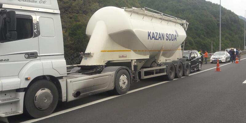 Cip, emniyet şeridindeki tankere çarptı: 2 yaralı