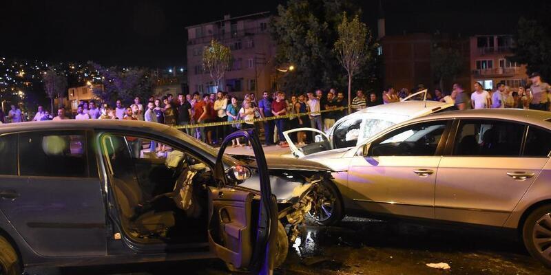 İzmir'de 3 otomobil çarpıştı: 7 yaralı