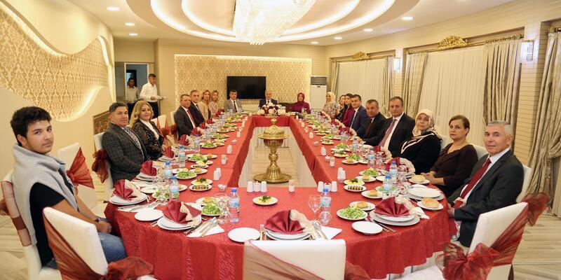 Vali Kamçı'dan Komutan Kırış'a veda yemeği