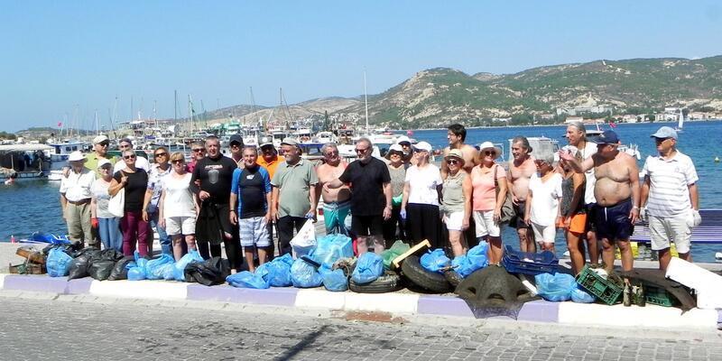 Foça'da sahilde ve deniz dibinde temizlik