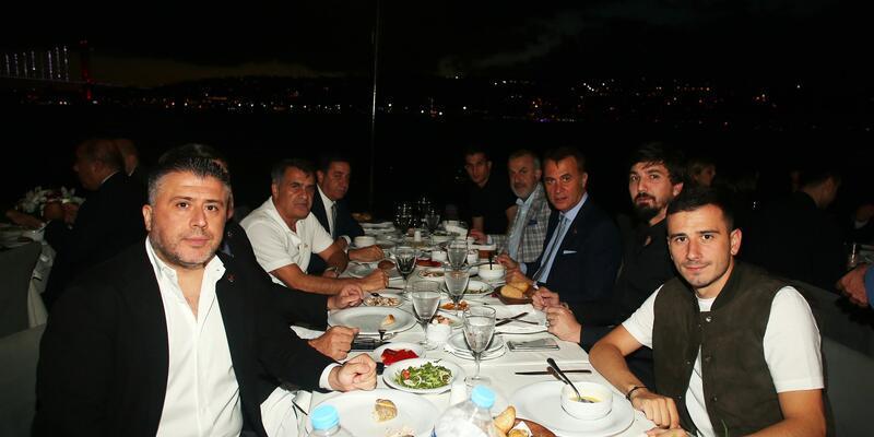 Beşiktaş'ta Fikret Orman ve takım yemekte buluştu
