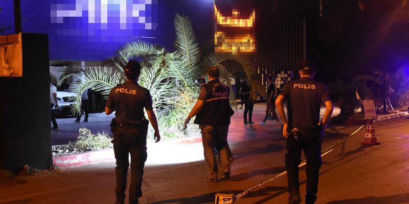 Gece kulübü önünde silahlı kavga: 1 ölü, 3 yaralı
