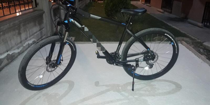 Bisikleti çaldı, olay yerine bıraktığı kendi bisikletini almaya gelince yakalandı