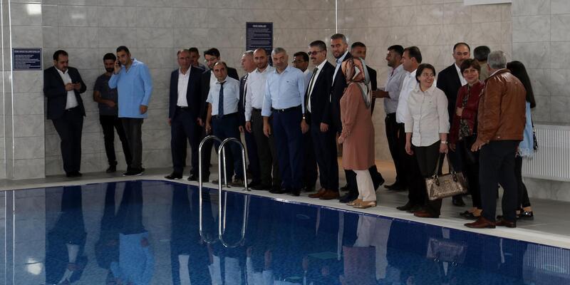 Başkan Çelik, Pınarbaşı ve Sarız Sosyal Yaşam Merkezlerinde incelemelerde bulundu