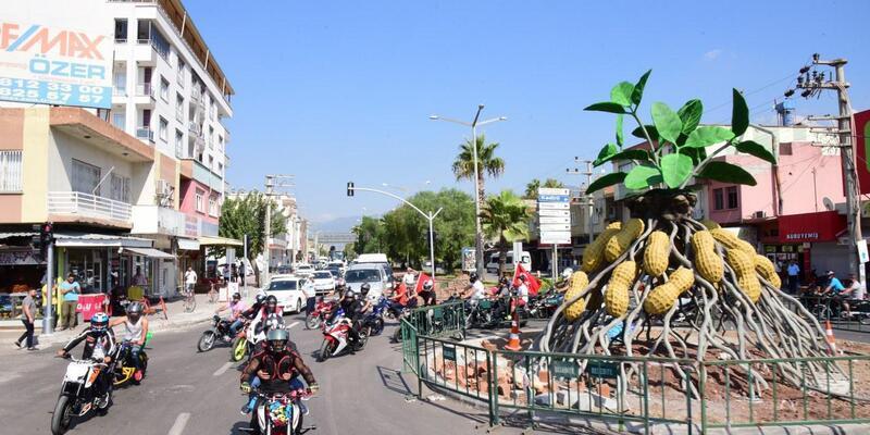 Motosiklet tutkunları şehir turu attı