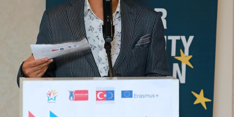 """""""Türkiye'deki Suriyeliler'in üçte 2'si genç"""""""