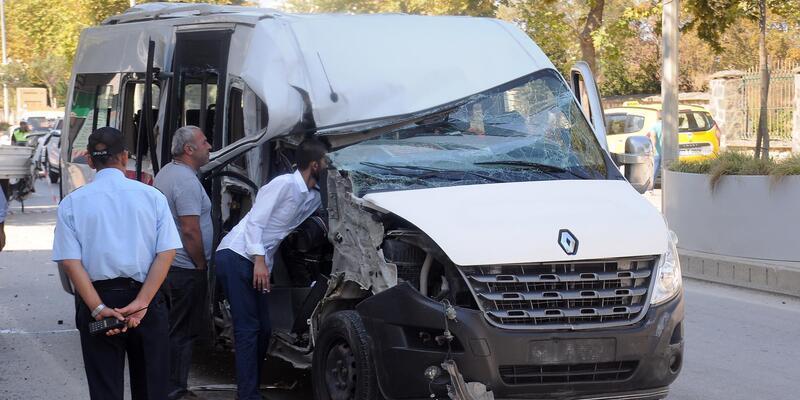 Yalova'da minibüs kamyonete çarptı: 8 yaralı