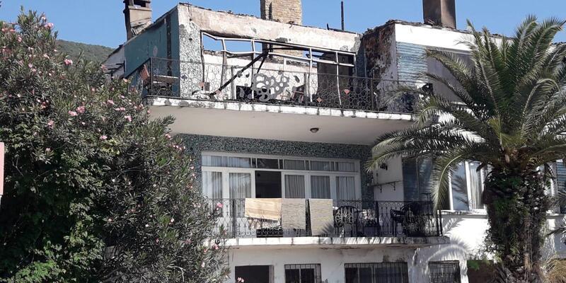 Villanın çatı katı yandı