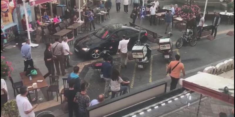 Yalova'da polisten kaçan genç otomobille kalabalığın arasına daldı