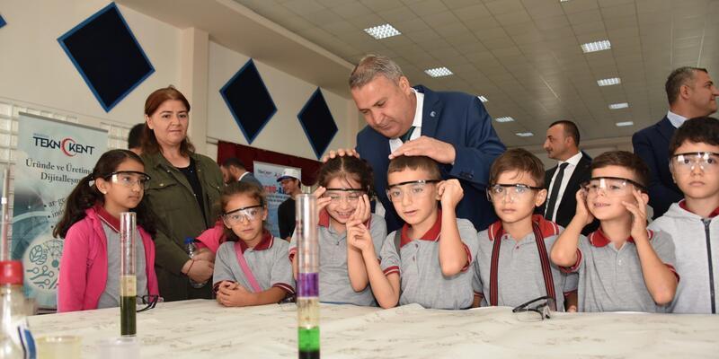 Öğrencilere bilimi sevdiren şenlik