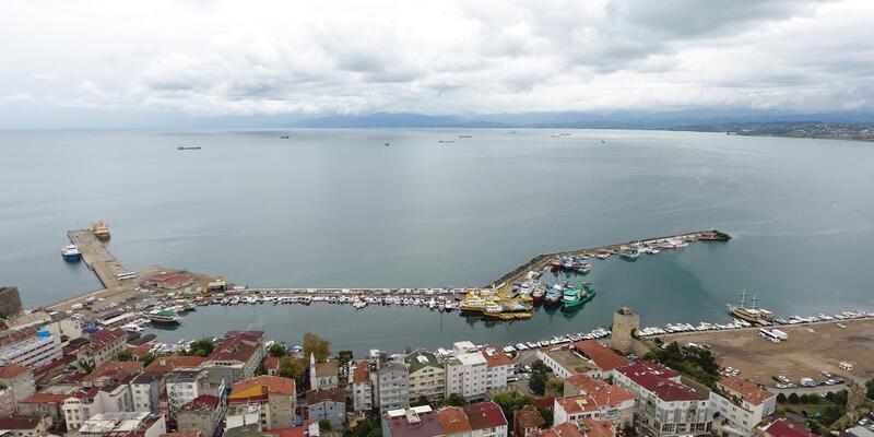 Sinop'ta 'kestane karası' nedeniyle balıkçılar denize açılamadı