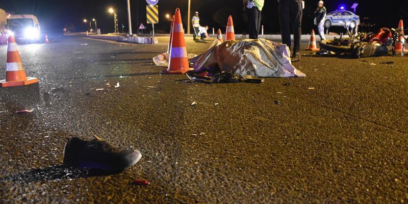 Otomobil ile motosiklet çarpıştı: 2 ölü, 1 yaralı