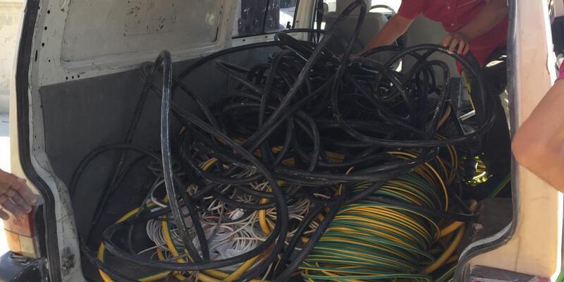 Akraba hırsızlardan 500 bin liralık kablo vurgunu