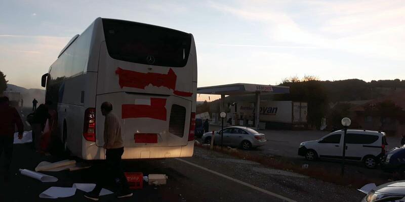 Yolcu otobüsü kamyona çarptı: 1 ölü, 25 yaralı