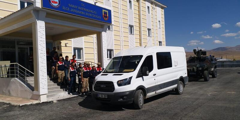 Van'da kaçakçılık operasyonuna 9 gözaltı