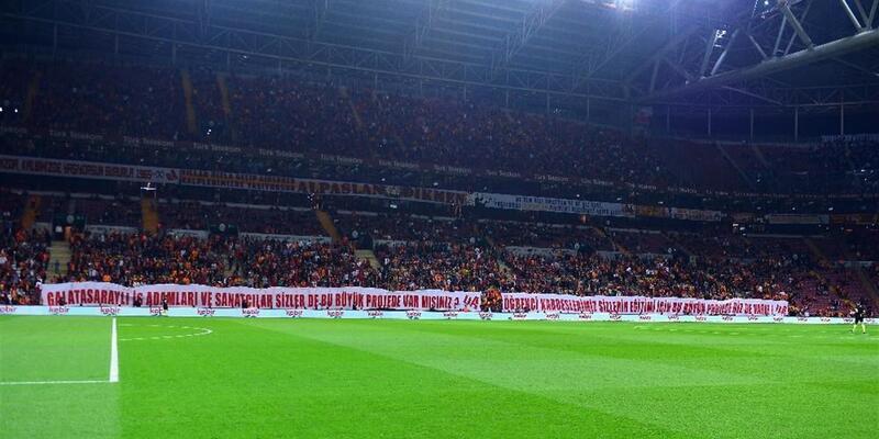 Kalp krizi geçiren Galatasaraylı taraftar hayatını kaybetti