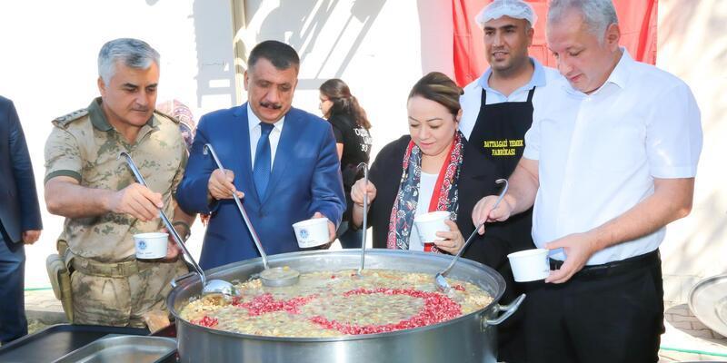 Battalgazi Belediyesi ve Turgut Özal Üniversitesi'nden aşure etkinliği
