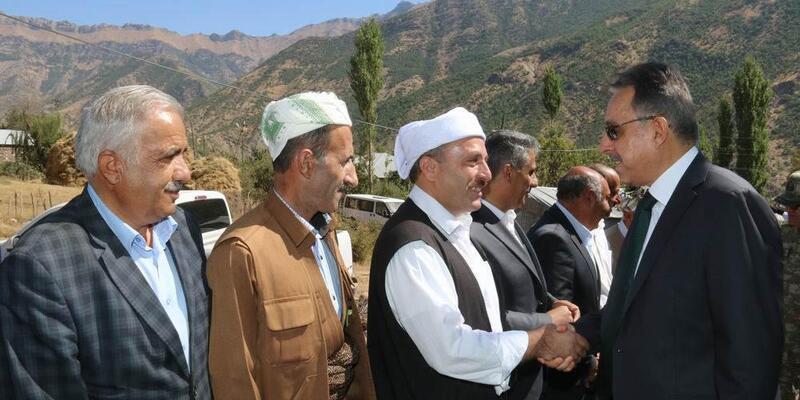Hakkari Valisi Toprak, sınır köylerini gezip, sorunları dinledi