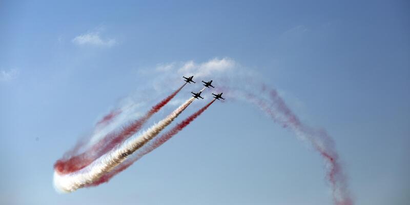 Rize'de Türk Yıldızları gösterisi nefes kesti