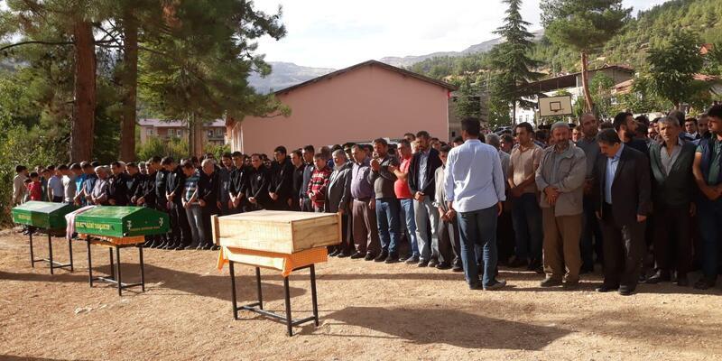 Kazada ölen aynı aileden 3 kişi, toprağa verildi