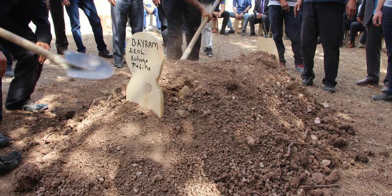 Kayıp Bayram'ın bulunan 3 parça kemiği, toprağa verildi