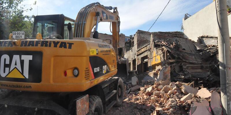 İzmir'in Damlacık semtinde 3 yıl sonra evler yıkılıyor