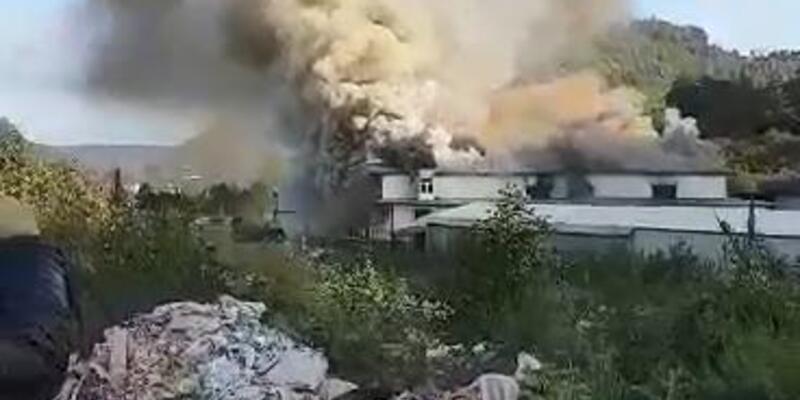 Sürmene'de fabrika yangını (1)