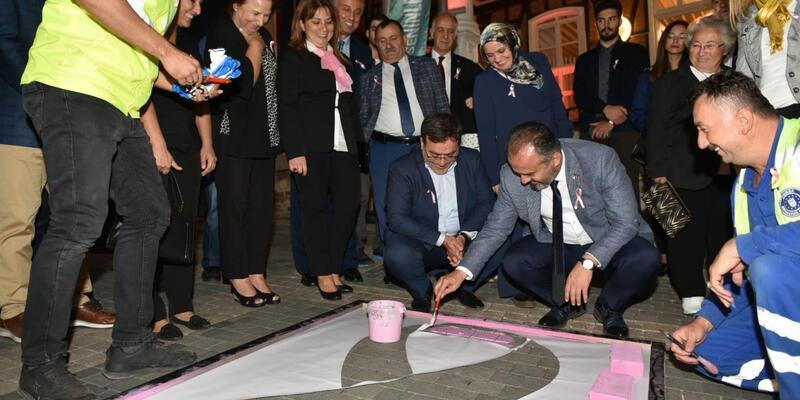 Başkan Aktaş, meme kanseri farkındalık etkinliğinde logo boyadı